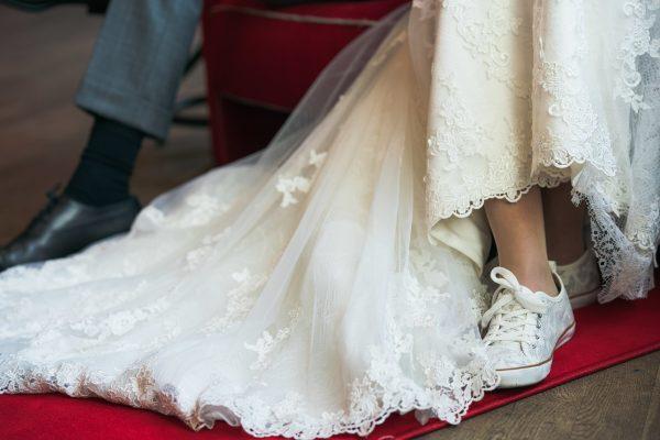 sneakers als trouwschoenen