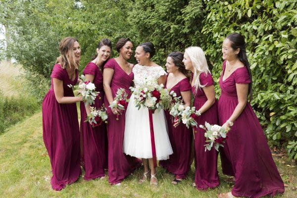 bruidsmeisjes en bruid