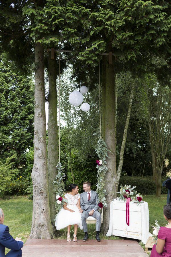 trouwen op een schommel